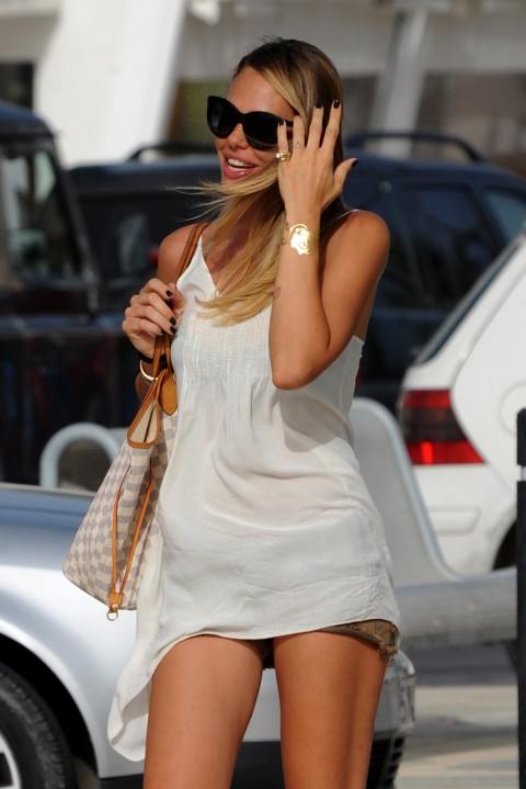 Ibiza 2012 - Ilary Blasi sorpresa con gli skin jewels Stroili Oro - foto 1
